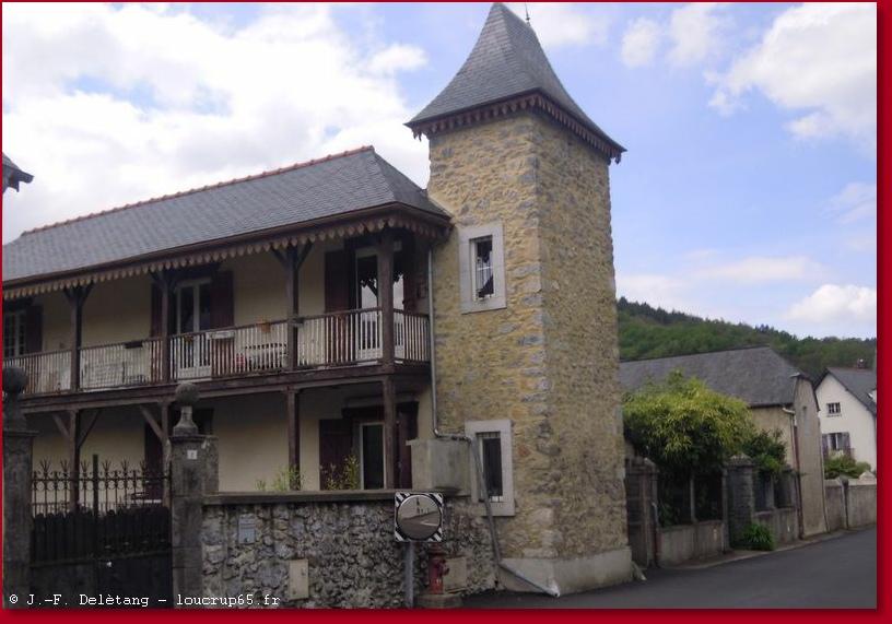 Maison Avec Tour Carre. Awesome Les Plus De La Rsidence De Vacances